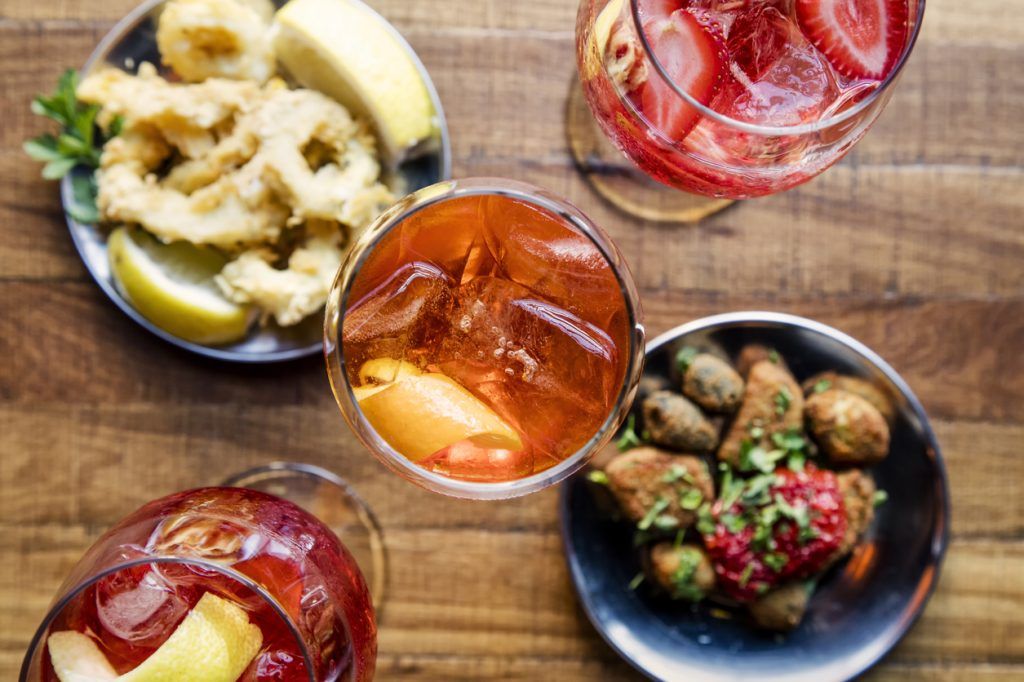 Alcune ricette per aperitivi con cocktail alcolici