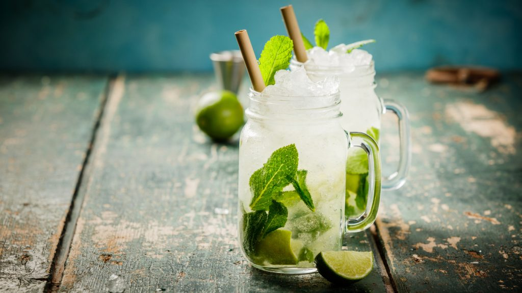 Come si prepara il cocktail mojito? Ecco la ricetta per bartender