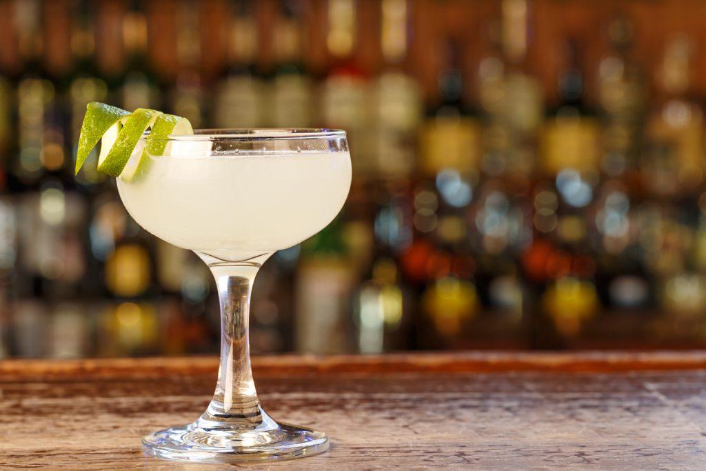 Come si prepara il cocktail margarita? Ecco la ricetta per bartender